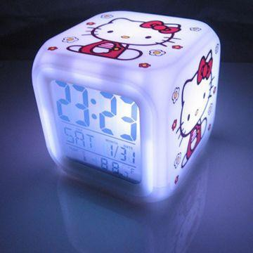 שעון הלו-קיטי מחליף צבעים