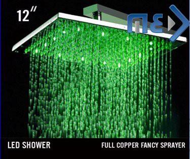 ראש מקלחת בגודל 12  אינץ עם תאורת לדים מתחלפת